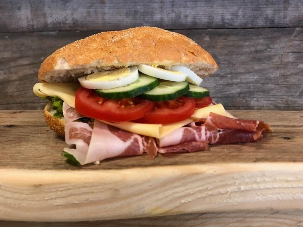 Vergroot de foto van de Ciabatta gezond met Italiaanse ham