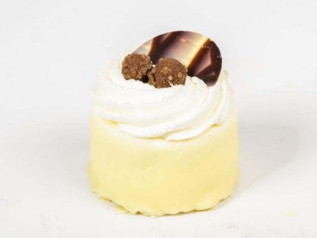 Vergroot de foto van de Glutenvrij Hazelnoot slagroom schuim gebakje