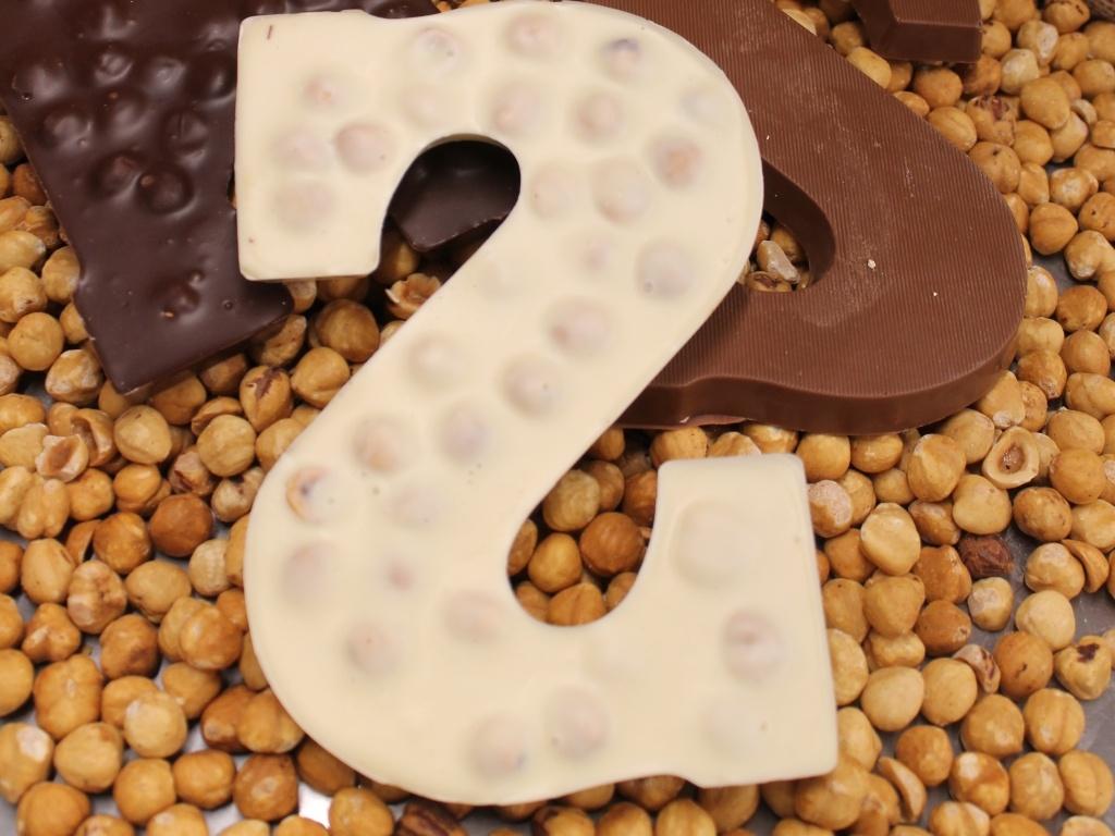 """Vergroot de foto van de Chocoladeletter 200 GRAM """"HAZELNOOT"""", verpakt,  """"A"""" t/m"""" Z"""""""