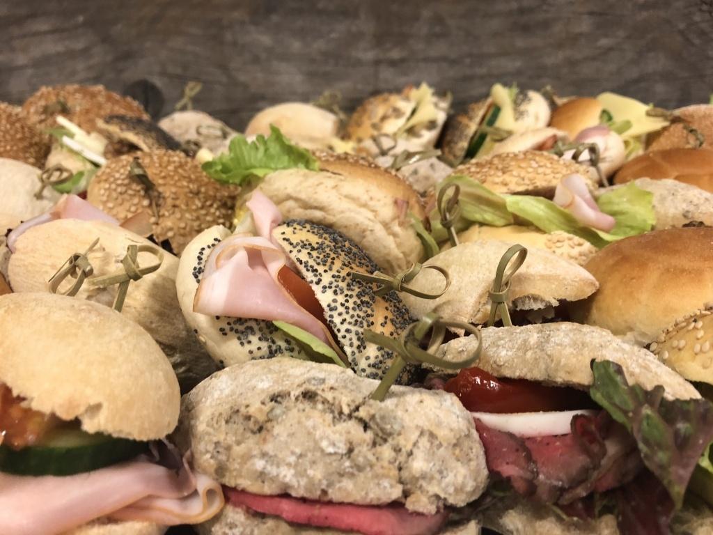Vergroot de foto van de Diverse mini broodjes