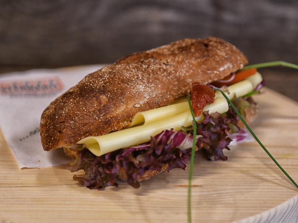 Vergroot de foto van de Vegetarisch broodje kaas