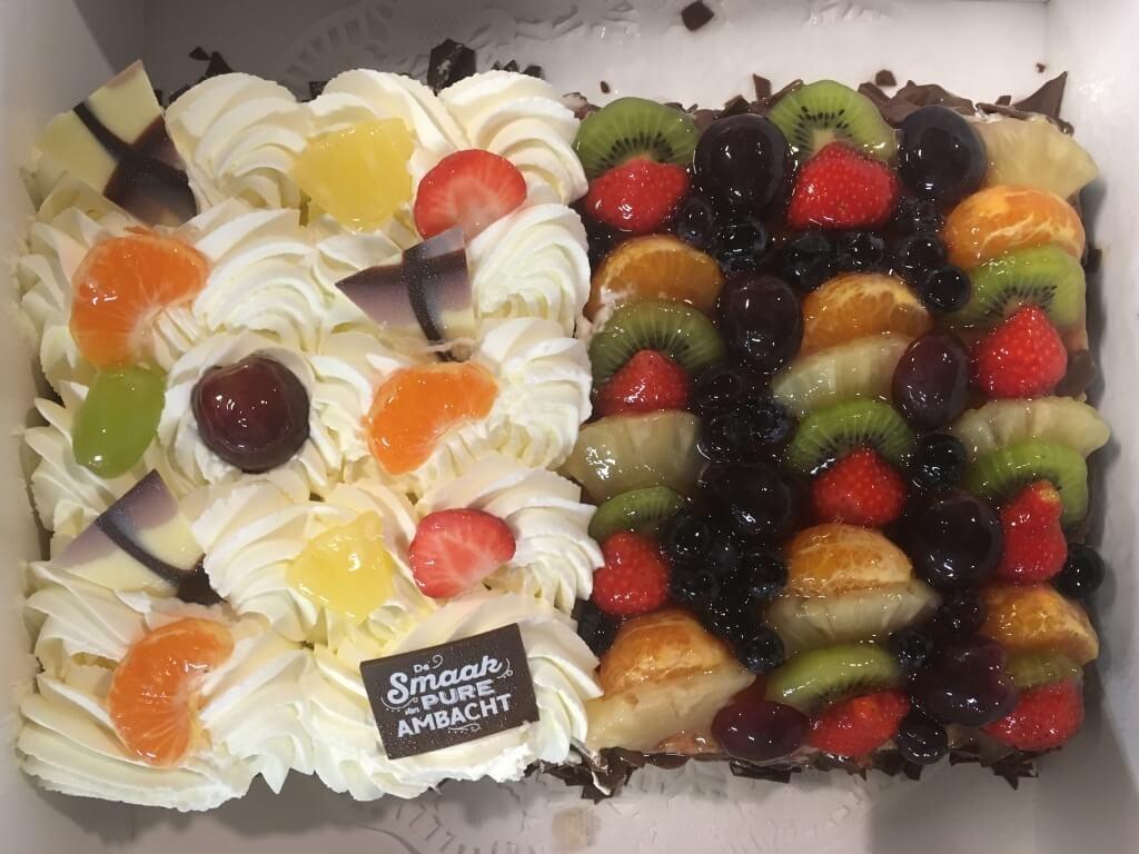 Vergroot de foto van de Half vruchten / half slagroomtaart 16 personen