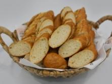 Foto van Bij Buffet: stokbrood + saus