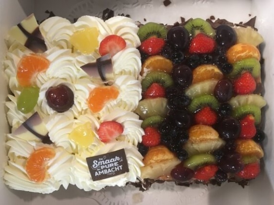 Foto van Half vruchten / half slagroomtaart 24 personen
